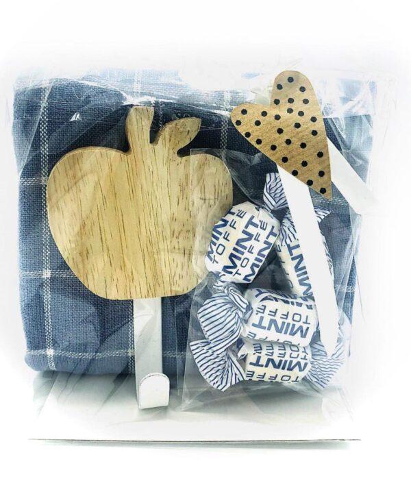 Presentpåse - Kökshandduk, hängare i trä äpple, mintkolor