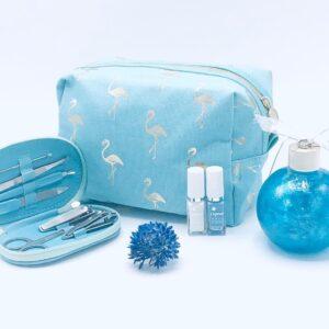 Presentpåse: Sminkväska, pedikyr + manikyr set, badskum, nagellack x 2, blomma