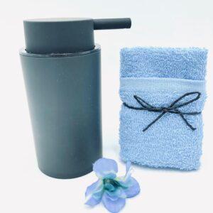 Presentpåse: Tvålpump, makeup frotté, blomma