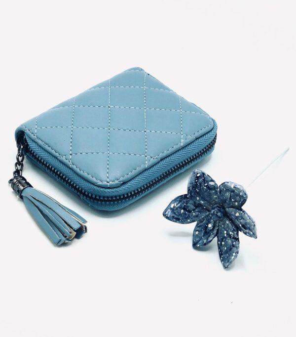 Presentpåse: Plånbok i läderimitation, keramikblomma på pinne