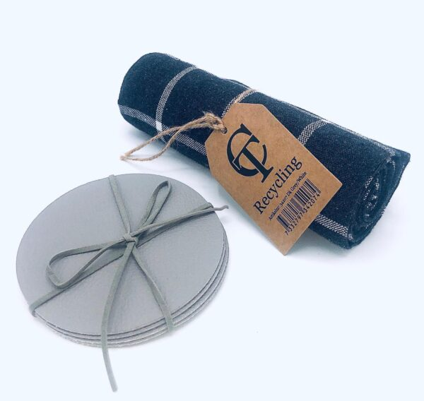 Presentpåse: 4 pack glasunderlägg i läder, kökshandduk