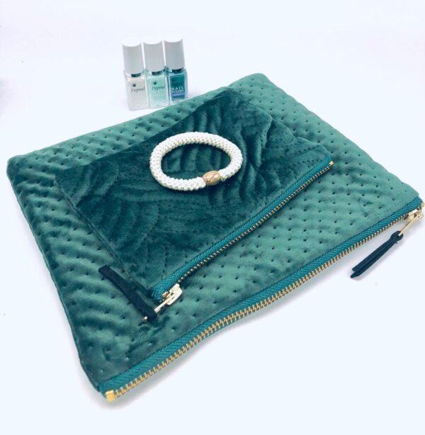 Presentpåse: Sminkväska x2 i sammet, Depend nagellack x3, hårsnodd