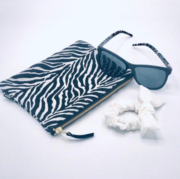 Presentpåse Zebra: Sminkväska, solglasögon, scrunchie