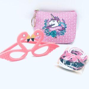 Presentpåse: Necessär/börs, glasögon, totteband x 15