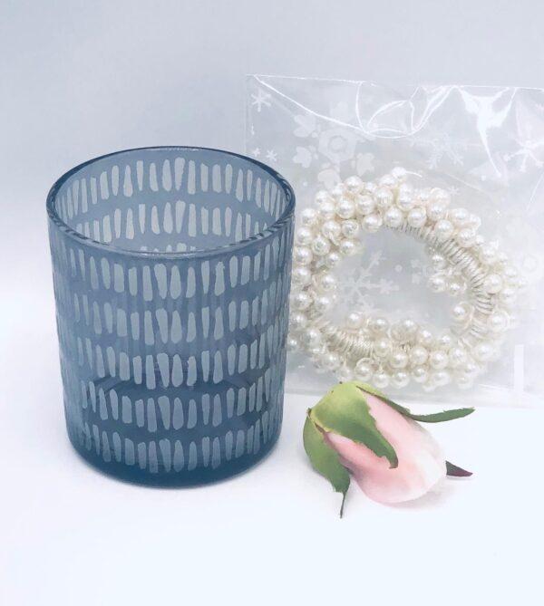 Presentpåse: Ljuslykta, hårband pärlor, rosknopp