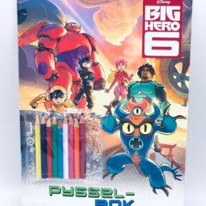 """Presentpåse - Disney pysselbok """"Big Hero 6"""" och 9 st färgpennor"""