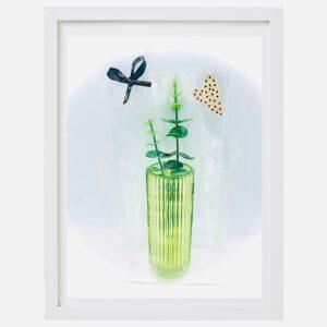Presentpåse: Cylinderformad glasvas med eakalyptuskvist