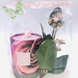 Presentpåse: Doftljus i behållare och blomsterkvist