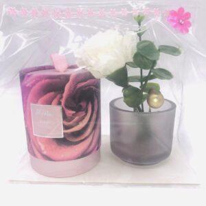 Presentpåse: Doftljus i behållare, ljuslykta, blommor