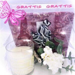 Presentpåse: Servetter, Duni doftljus, blommor, lakrits