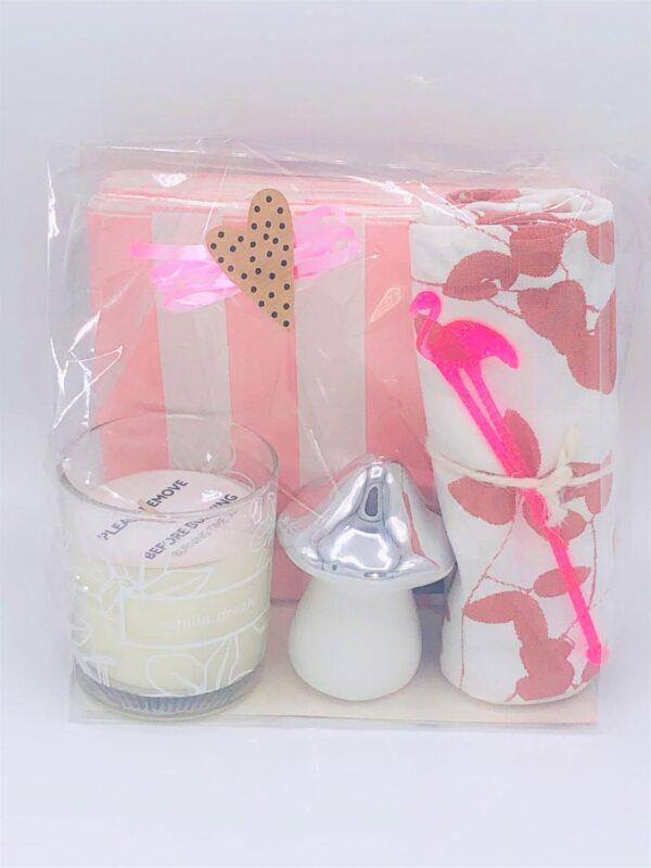 """Presentpåse - Doftljus Duni """"Vanilla dream"""", servetter, handduk, svamp"""
