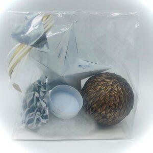 Presentpåse - Dekorationsboll guld, ljushållare stjärna, lakrits