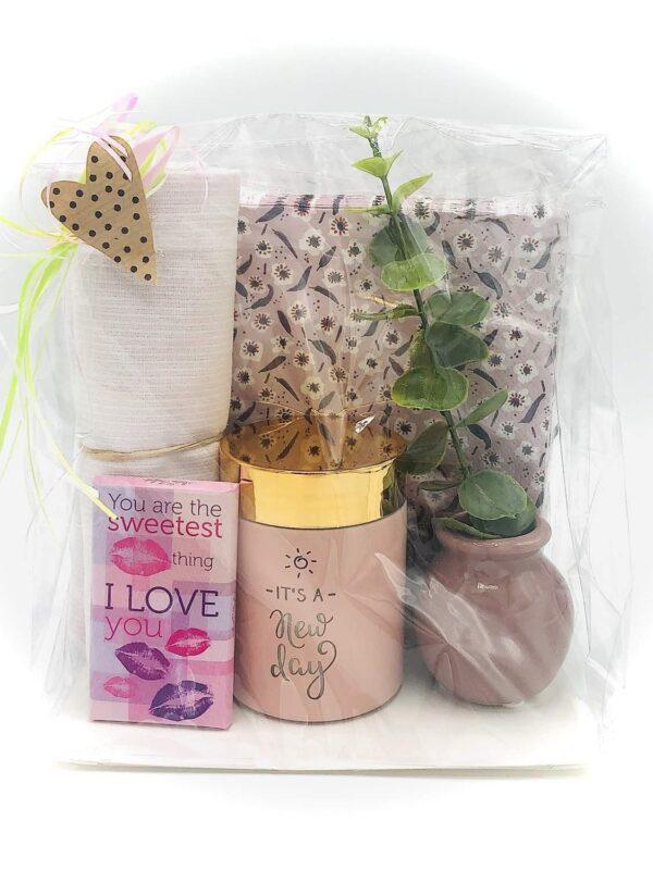 Presentpåse - Servetter, kökshandduk, doftljus, vas med kvist