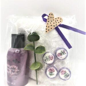 Presentpåse - Bubblebath, vit handduk, kvist, karameller
