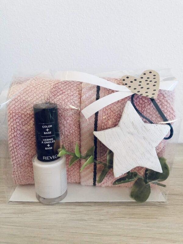 Presentpåse - Frottehandduk, nagellack, hjärta, eakalyptuskvist
