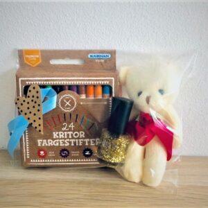 Presentpåse - 24 färgkritor, nalle och nagellack