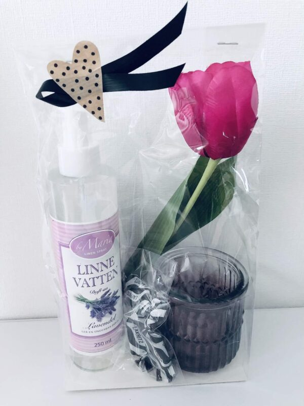 Presentpåse: Linnevatten lavendel, tulpan, ljuslykta, lakrits