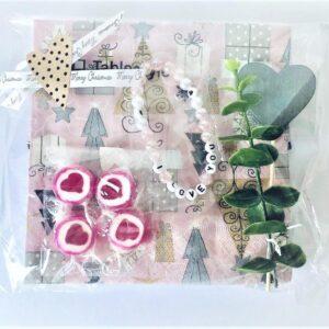 """Romantiska """"I love you""""-paketet: Servetter, armband, karameller, hjärta"""