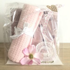 Rosa presentpåse; servetter, kökshandduk, blomma, ljuslykta