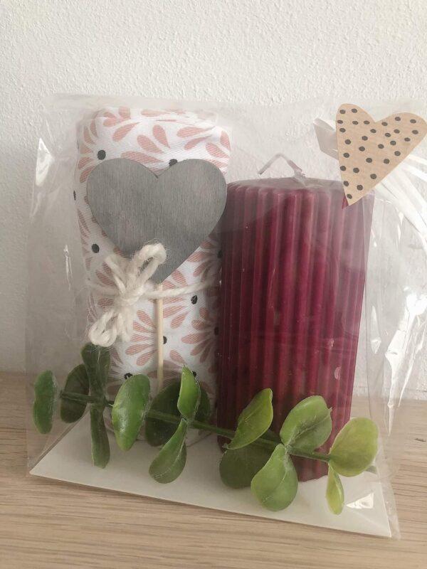 Presentpåse; kökshandduk, blockljus, hjärta, eakalyptuskvist