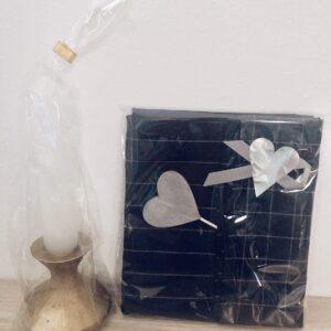 Två paket; diskhandduk, hjärta / ljus
