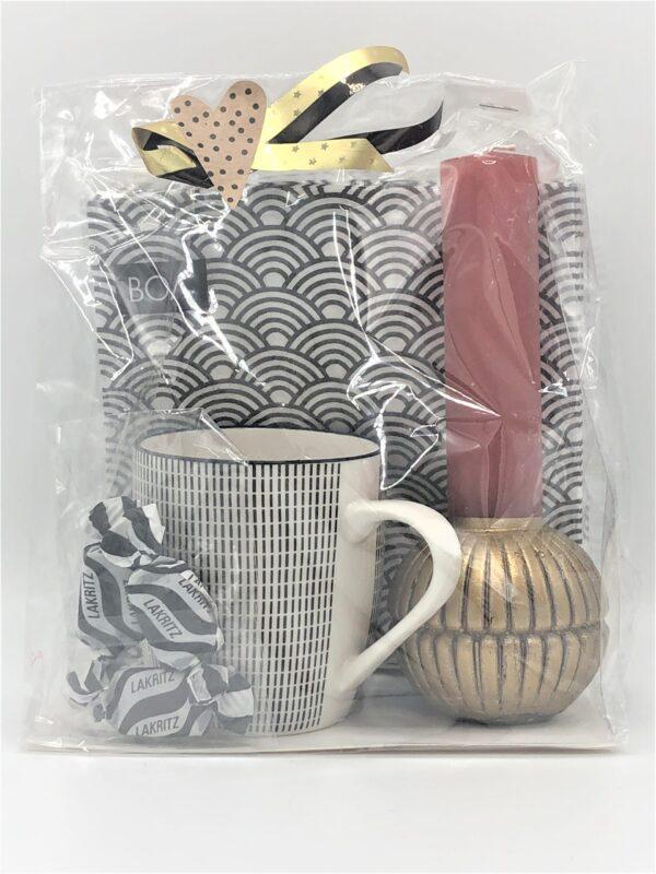Presentpåse - Servetter, mugg, ljus, lakrits