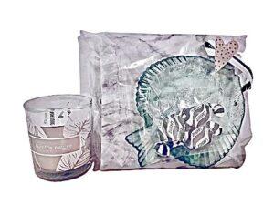 Presentpåse - Servetter marmor, glasfat fisk, lakrits, Duni doftljus